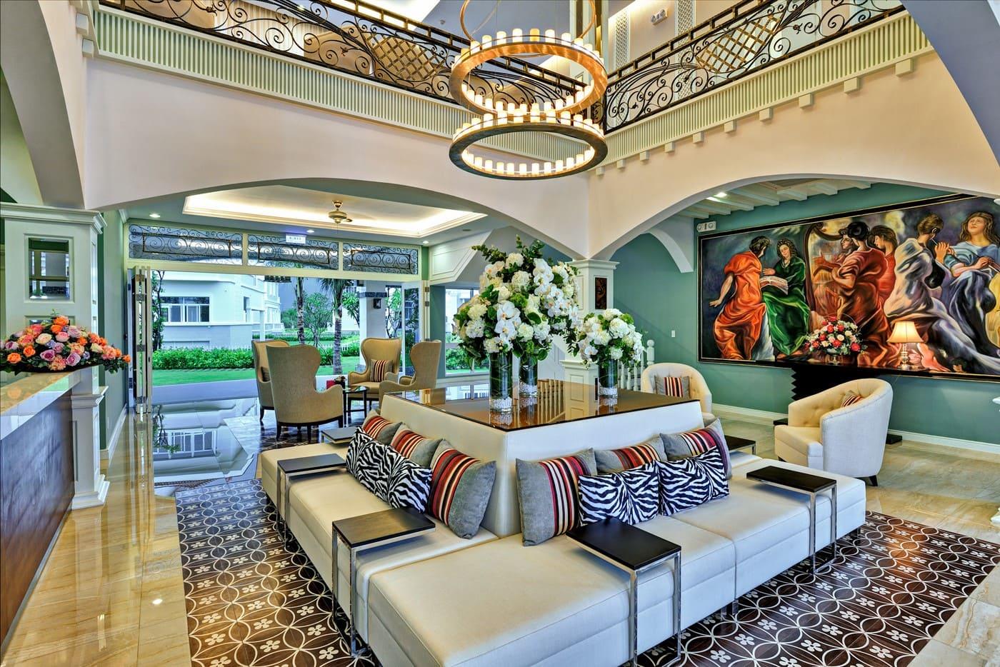 Chuỗi tiện ích trong Clubhouse biệt thự Chateau từ khi ra đời đã tạo điểm son trên thị trường bất động sản về mô hình nghỉ dưỡng tại gia. Không gian này tích hợp nhiều loại hình dịch vụ hồ bơi, phòng tập gym, phòng chơi cho trẻ…
