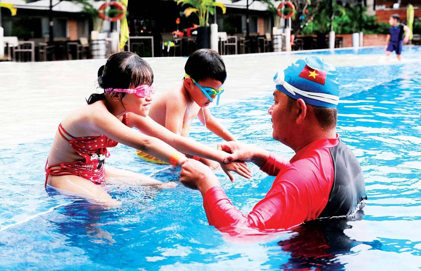 Lớp học bơi Maia