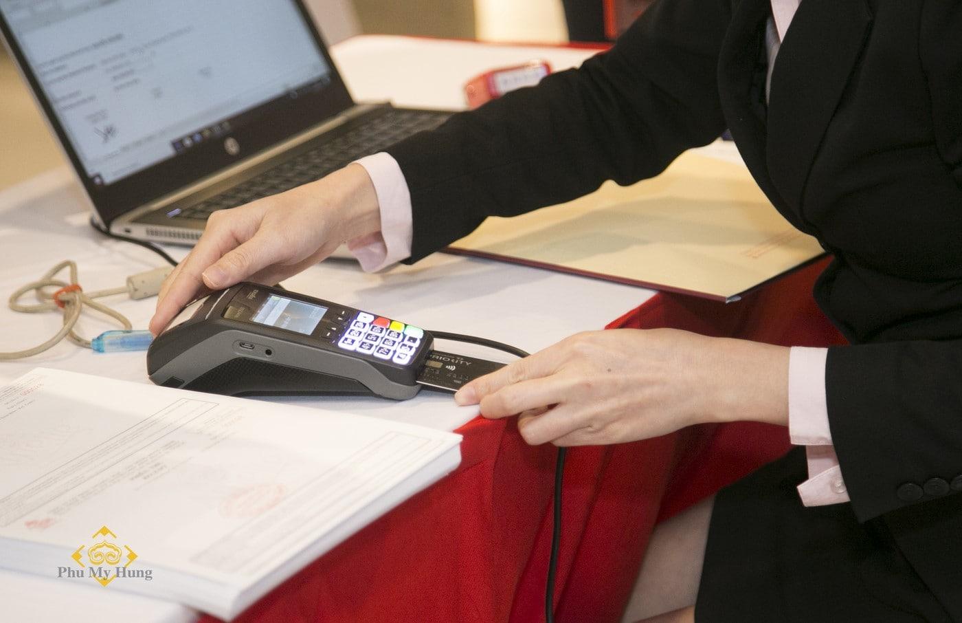 Việc thanh toán qua thẻ, internet banking cũng được áp dụng để mang đến sự thuận tiện cao nhất cho khách hàng.