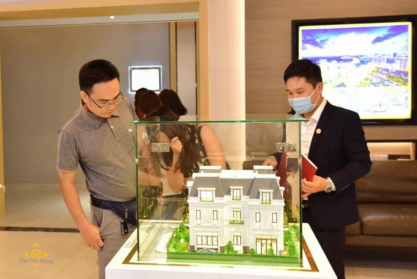 Anh Nguyễn Văn Phúc trong lần tham quan Amelie Villa ngay khi vừa xuất hiện những thông tin đầu tiên về dự án