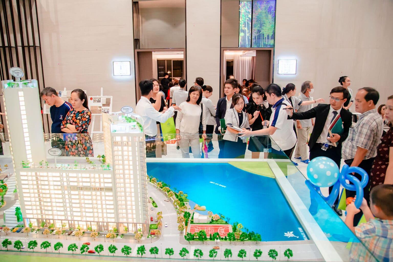 Để khách hàng có nhiều thuận lợi khi tìm hiểu thông tin dự án cũng như các chương trình vay từ ngân hàng, dự kiến trung tuần tháng 11 này, Phú Mỹ Hưng sẽ tổ chức sự kiện với quy mô chỉ dành cho 100 nhóm khách.